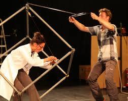 Miss Ouifi et Koubrev font des expériences